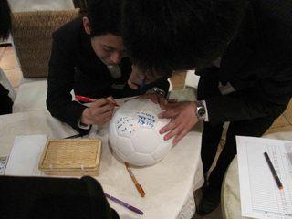 008 サッカーファミリーは基本ボールに寄せ書きです.jpg