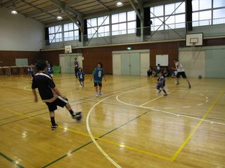 013 2011.5.29(日) 雨練(あざみ野第一小体育館) 019.jpg