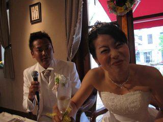 016 花嫁の笑顔でお料理がスタート.jpg
